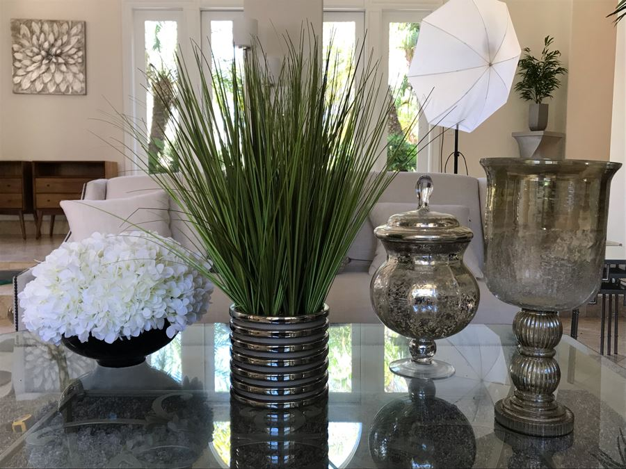 Home Decor Lot With (2) Artificial Plants And (2) Glass Decorative Objects [Photo 1]
