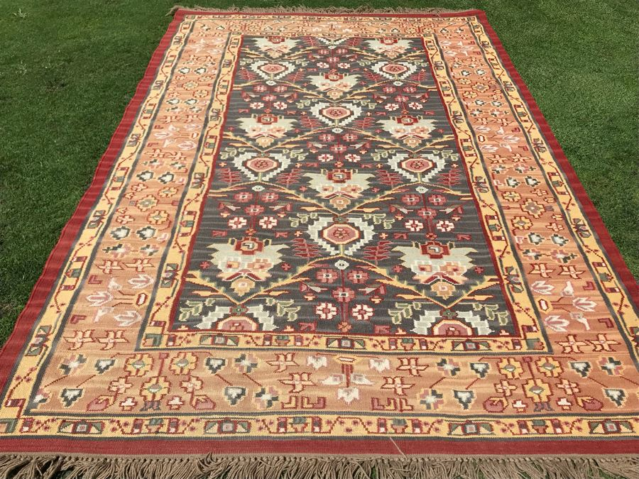 Hand Knotted Wool Area Rug 65W X 102L [Photo 1]