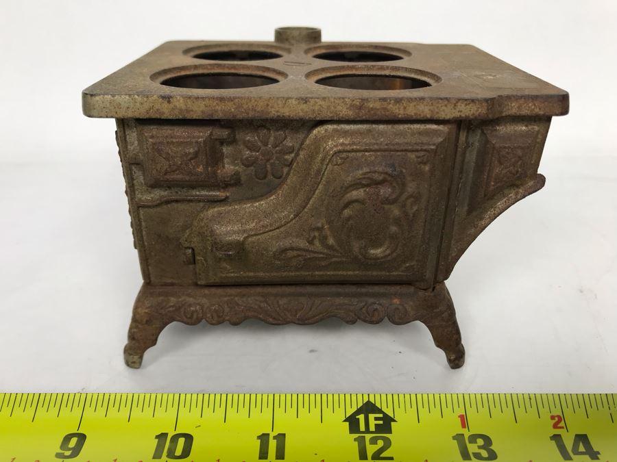 Vintage Cast Iron Stove Toy Salesman Sample 5W X 4D X 3.5H [Photo 1]