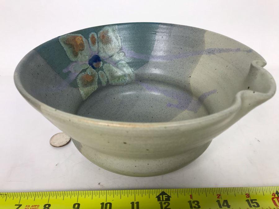 Vintage Signed Hawaiian Pottery Bowl 8.5W X 4.5H [Photo 1]