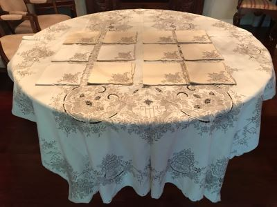 Stunning Chinese Embroidered Rectangular Tablecloth 99' X 63' With 12 Matching Napkins