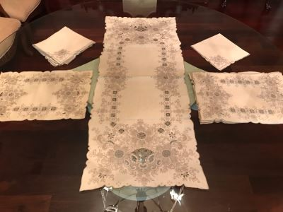 Beautiful Chinese Embroidered Table Runner With 8 Matching Placemats And 8 Matching Napkins