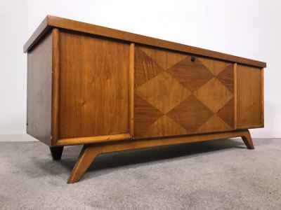 Mid-Century Modern Virginia Maid Cedar Chest 47W X 16.5D X 20H