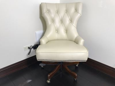 Hooker Furniture Tufted Leather Office Chair With Brass Nailhead Trim Retails $900
