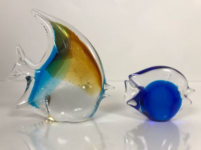 LAST MINUTE ADD - Pair Of Signed Art Glass Fish Figurines 6H And 3H