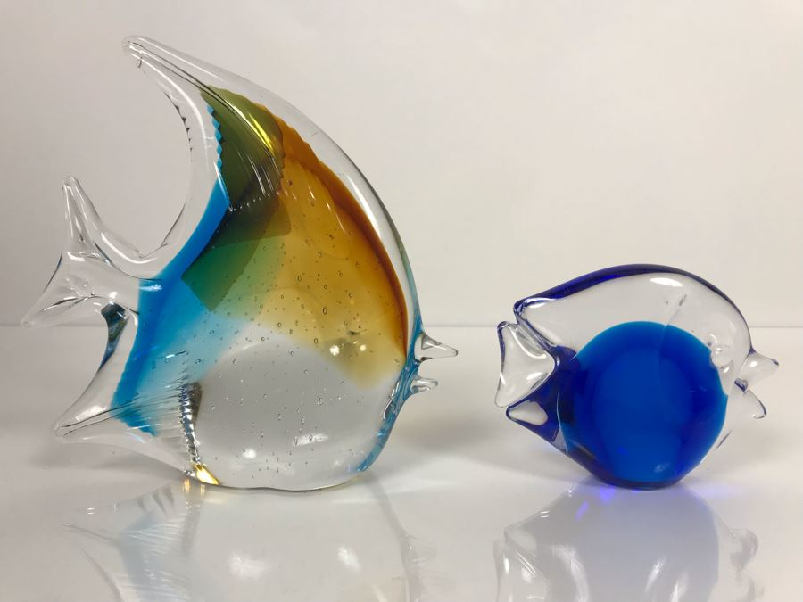 LAST MINUTE ADD - Pair Of Signed Art Glass Fish Figurines 6H And 3H [Photo 1]