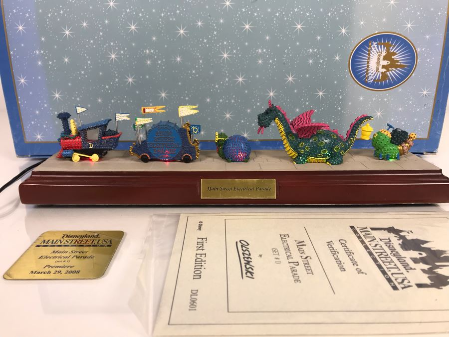 HAND SIGNED By Robert Olszewski Disneyland Main Street, USA Collection: First Edition Main Street Electrical Parade (Set #1) By Robert Olszewski Disney Theme Park Attraction Miniature Model With Box And COA 12W X 2.75D X 3H DL0601 (Estimate $300-$700) [Photo 1]