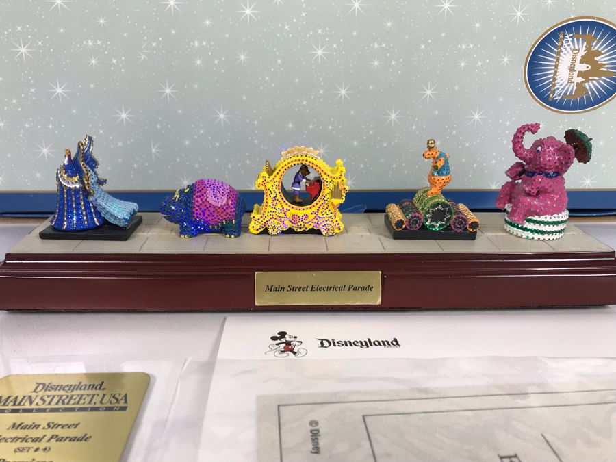 Robert Olszewski Disneyland Main Street, USA Collection: First Edition Main Street Electrical Parade (Set #4) By Robert Olszewski Disney Theme Park Attraction Miniature Model With Box And COA 10.75W X 2.75D X 3H DL0604 (Estimate $300-$700) [Photo 1]