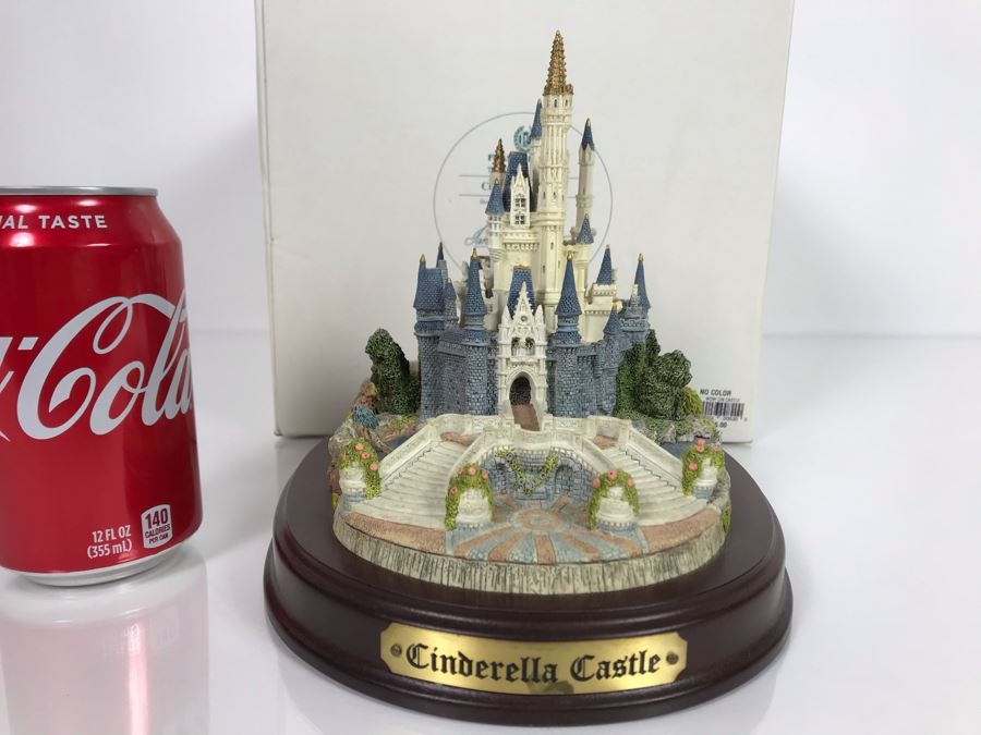 The Disney Collection Cinderella Castle By Fraser Creations With Box 7W X 8D X 7H [Photo 1]