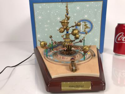 HAND SIGNED By Robert Olszewski Astro Orbitor Disneyland Main Street, USA Disney Theme Park Attraction Miniature Model With Box - Client Had Orbitor Mechanized But Not Rotating When Tested