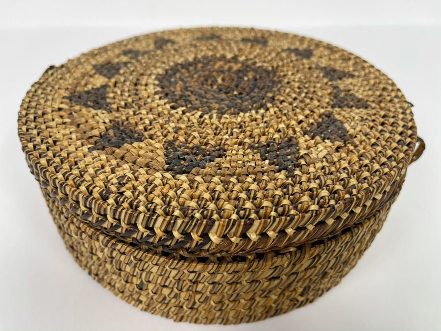 Vintage Woven Basket With Lid 8W X 3H [Photo 1]