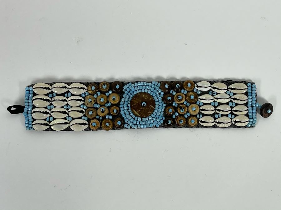 Hand Beaded Bracelet With Shells 7L Retails $50 [Photo 1]