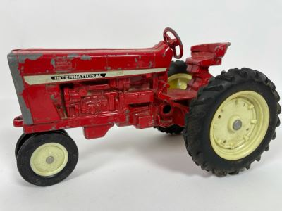 Vintage Ertl Cast Iron International Tractor