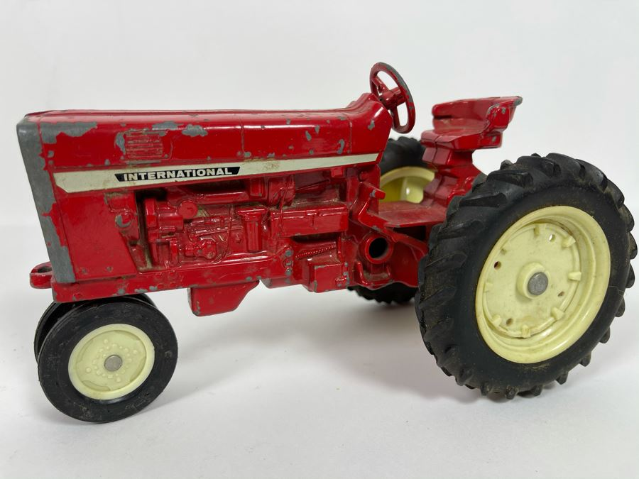 Vintage Ertl Cast Iron International Tractor [Photo 1]