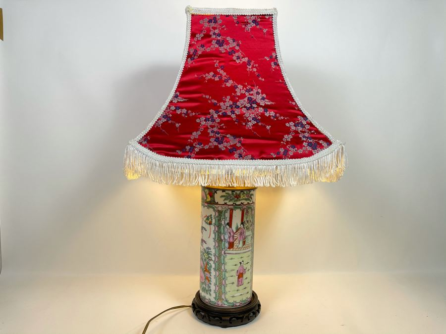 Vintage Chinese Famille Rose Porcelain Table Lamp With Silk Shade 26H