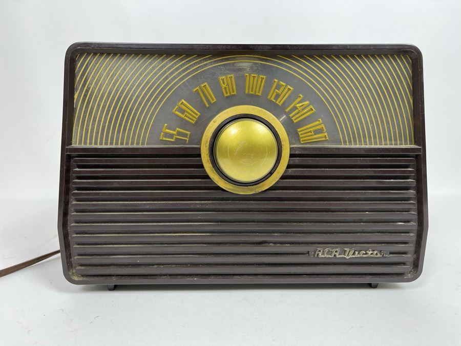 Vintage Mid-Century WORKING Tube Radio By RCA Victor Golden Throat Tone 11W X 6D X 7.5H [Photo 1]