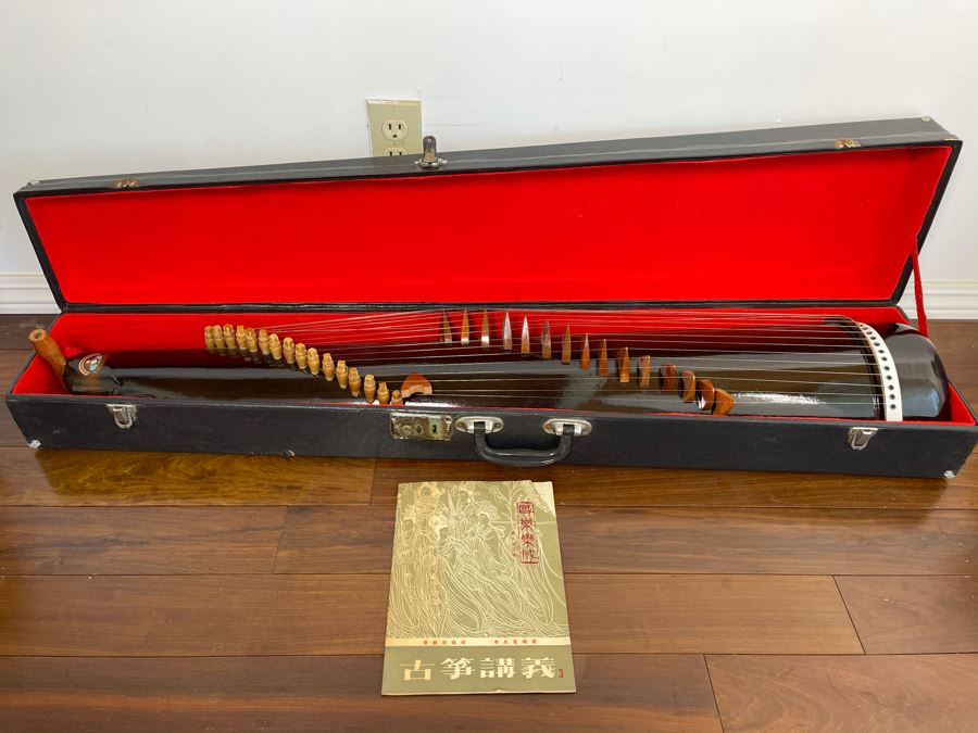 Traditional Chinese Stringed Instrument With Case And Music Book By 'Kao Chin Jung Country Instrument' 44L [Photo 1]