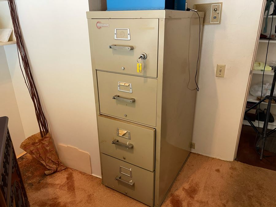 Mosler Metal Fireproof File Cabinet Safe With Key 20.5W X 31D X 53H [Photo 1]