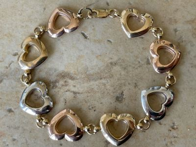 14K Gold Heart Design Bracelet 5.9g