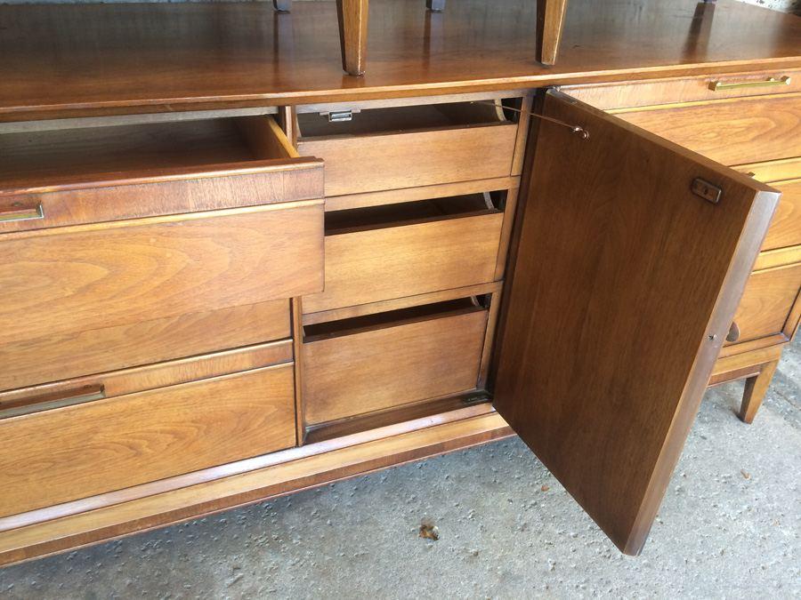 Drexel Mid Century Modern 4-Piece Bedroom Set - (2) Dressers ...