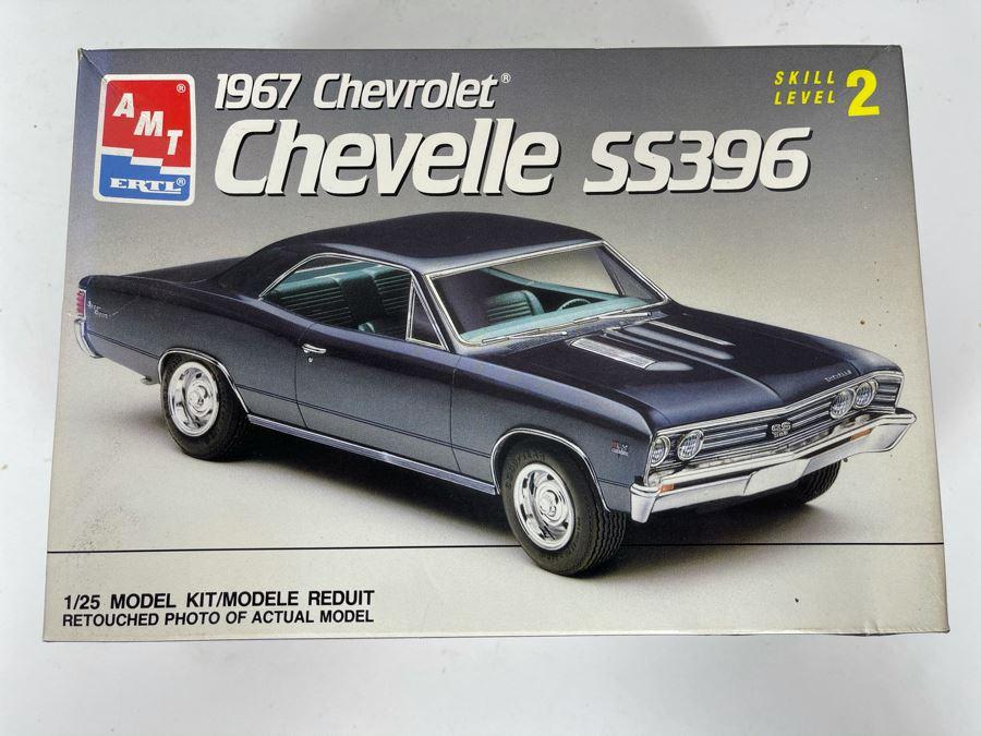 AMT Ertl 1967 Chevrolet Chevelle SS396 Car Model Kit 1990