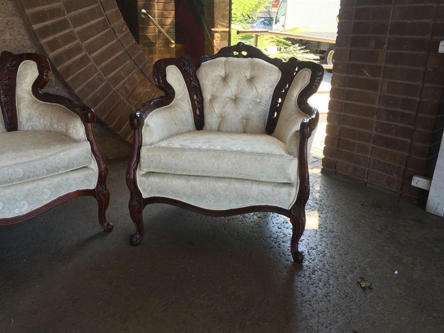 Beautiful Set Of Reproduction Victorian Furniture Sofa Loveseat Chair In Excellent Condition