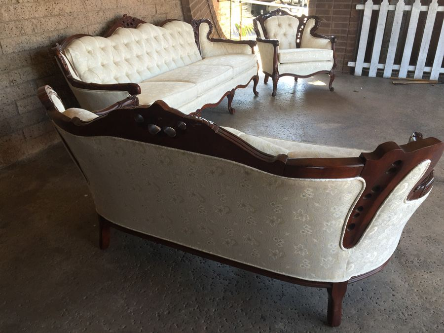 Beautiful Set Of Reproduction Victorian Furniture Sofa Loveseat Chair In Excellent
